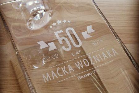 Grawerowana szklana karafka z indywidualną dedykacją